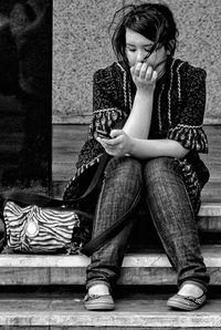 Cute_girl_texting_mg_64061